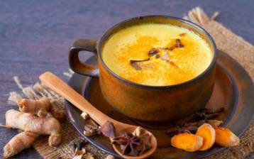 Golden milk: il latte a base di curcuma dalle proprietà benefiche